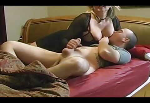 Amateur sex actrice weet haar gehele voorgevel prima te gebruiken